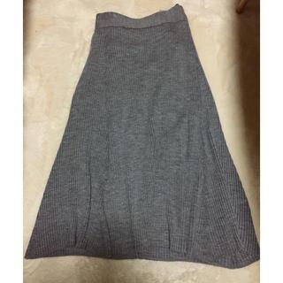 バーニーズニューヨーク(BARNEYS NEW YORK)のリブニットスカート メイドインジャパン(ひざ丈スカート)