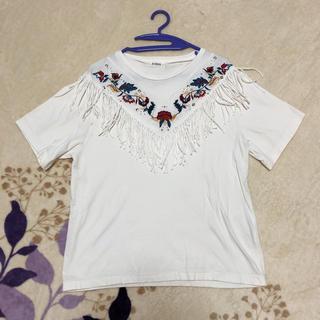エヴリス(EVRIS)のフリンジ刺繍トップス(Tシャツ(半袖/袖なし))