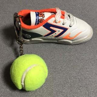 テニスシューズとボールのキーホルダー オレンジ系(ボール)