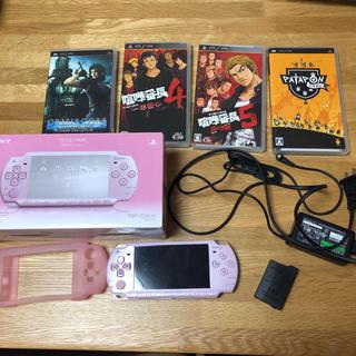 プレイステーションポータブル(PlayStation Portable)のSONY/PSP本体 箱付きピンク/シリコンカバーとソフト4点付/ファイナルフ(携帯用ゲーム本体)
