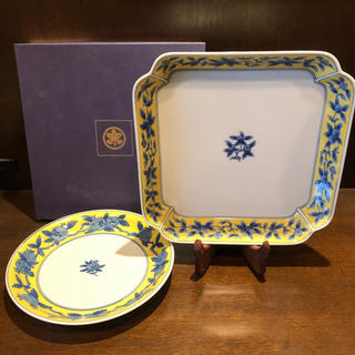 タチキチ(たち吉)のたち吉 ☆ 大きな角皿と丸い中皿のお得なセット!(食器)