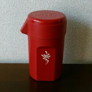 〈昭和レトロ〉TUPPERWAREのエンジ色のプラスチック水差し(容器)