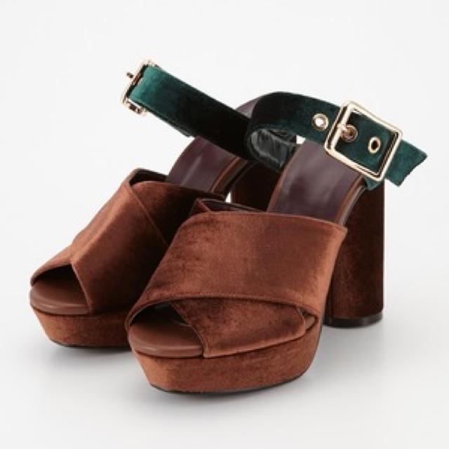 SLY(スライ)の【新品】SLY VELOUR CROSS MULE SANDALS Mサイズ レディースの靴/シューズ(サンダル)の商品写真