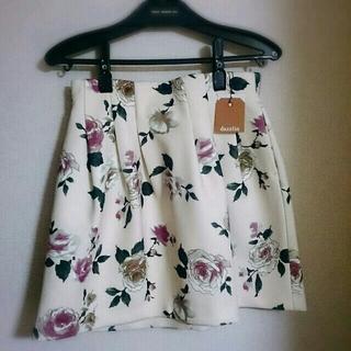 ダズリン(dazzlin)の新品タグ付♡ローズ柄ボンディングスカート(ミニスカート)