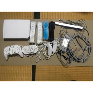 ウィー(Wii)のwii本体 マリオ他ソフト4本あり(家庭用ゲーム本体)