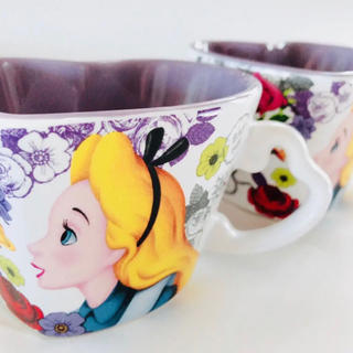 ディズニー(Disney)の新品 送料無料 ディズニー アリス スーベニア マグカップ ペア 2個 おまとめ(グラス/カップ)