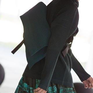 イッセイミヤケ(ISSEY MIYAKE)のオムプリッセ homme plisse メッセンジャーバッグ(メッセンジャーバッグ)