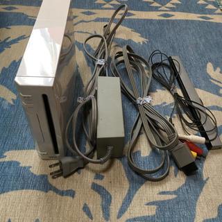 ウィー(Wii)のWii 本体 アダプター  センサーバー コード 一式セット(家庭用ゲーム本体)