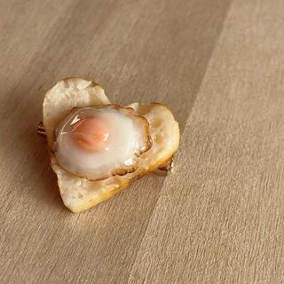 ハート型♡食パン カリふわトースト ぷる♪目玉焼きのせブローチ✩