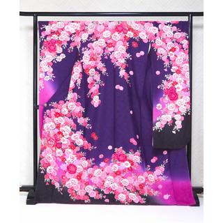 新品 特別価格!☆高尚な紫地!古典花文様 仕立て上がり 正絹振袖☆631(振袖)