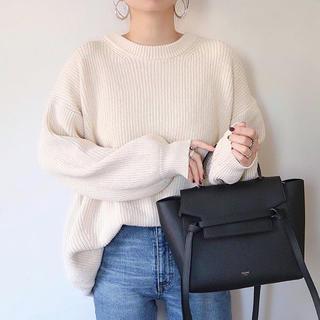GU - オーバーサイズクルーネックセーター
