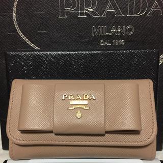 プラダ(PRADA)の美品✨PRADAキーケース✨6連✨サフィアーノ✨リボン✨人気色CAMMEO✨(キーケース)