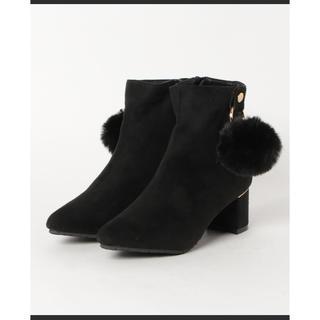 ベティクラブ(BETTYCLUB)のBETTY CLUB ショートブーツ ファーポンポン付き新品黒23cm23.5(ブーツ)