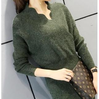 ◆新品◆首元のデザインが特徴的で可愛い♡ニットワンピース ミモレ丈 グリーン(ひざ丈ワンピース)