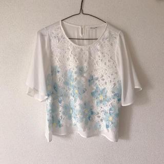 tocco - 花柄 フラワー ブラウス トップス ブルー 透け感 半袖 型押し ガーリー