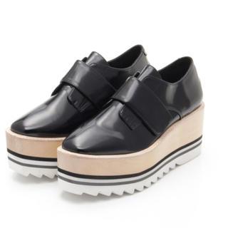 ジェフリーキャンベル(JEFFREY CAMPBELL)のJeffrey Campbell シャークソールフロントベルトシューズ(ローファー/革靴)