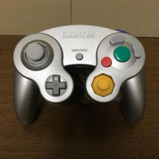 ニンテンドーゲームキューブ(ニンテンドーゲームキューブ)のGCコントローラ シルバー(家庭用ゲーム本体)