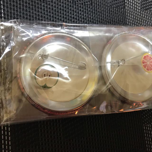 缶バッチ 2個セット C エンタメ/ホビーのタレントグッズ(ミュージシャン)の商品写真