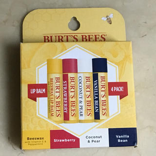 バーツビーズ(BURT'S BEES)の送料込 新品 バーツビーズ  保湿 リップ 4本 箱入り ビーズワックス (リップケア/リップクリーム)