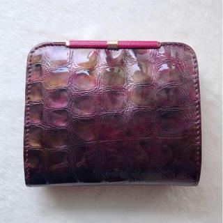 791bf25e4177 ほぼ未使用◎クロコダイル エナメル加工 レザー パープル ワインレッド 折財布(財布)