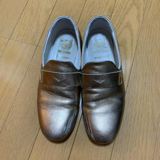 トゥーアンドコー(TO&CO.)のTO&CO ゴールド レザースリッポン(ローファー/革靴)