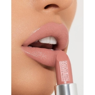 カイリーコスメティックス(Kylie Cosmetics)の★Creme brulee★creme lipstick★kylie (口紅)