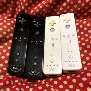 ウィー(Wii)のWiiリモコン ブラック2個ホワイト2個(家庭用ゲーム本体)