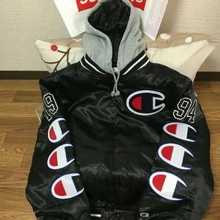 シュプリーム(Supreme)のM黒 Supreme Champion Hooded Satin Jacket(スタジャン)