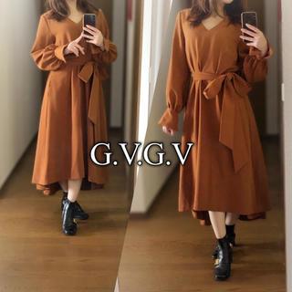 ジーヴィジーヴィ(G.V.G.V.)のG.V.G.V.◆CADY BELTED DRESS◆Vネック アシメヘム 美品(ロングワンピース/マキシワンピース)