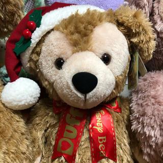 ダッフィー(ダッフィー)のダッフィーぬいぐるみ✰2016年クリスマス限定✰Mサイズ✰ロゴリボン✰タグ付き(ぬいぐるみ)