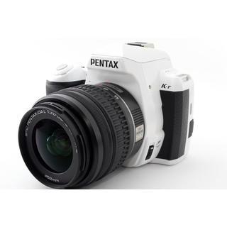 ペンタックス(PENTAX)の☆おしゃれなホワイト♪WiFi SD付き☆ペンタックス K-r レンズキット(デジタル一眼)