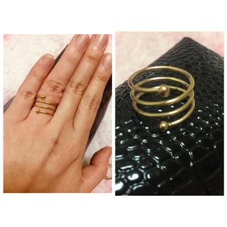 ザラ(ZARA)のネジネジデザイン✨ゴールドリング✨指輪✨(リング(指輪))