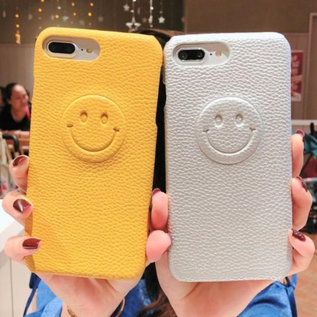 モスキーノ iPhone7 ケース | ⭐かわいい⭐フェイクレザーエンボススマイリーiPhoneケースの通販 by すなふきん's shop|ラクマ
