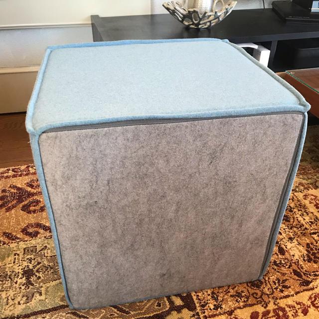 ACTUS(アクタス)のACTUS SOFTLINE社デンマーク製 キューブスツール ブルー色 インテリア/住まい/日用品のソファ/ソファベッド(オットマン)の商品写真