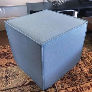 アクタス(ACTUS)のACTUS SOFTLINE社デンマーク製 キューブスツール ブルー色(オットマン)
