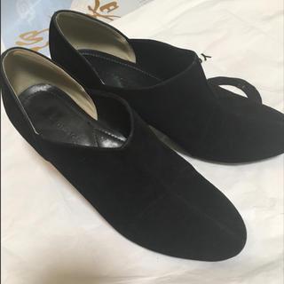 シマムラ(しまむら)のショートブーツ ブーティー ベロア ブラック Mサイズ パンプス ピンヒール(ブーティ)