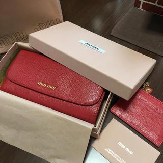 ミュウミュウ(miumiu)の正規品  MIUMIU ミュウミュウ 長財布 美品 赤(財布)