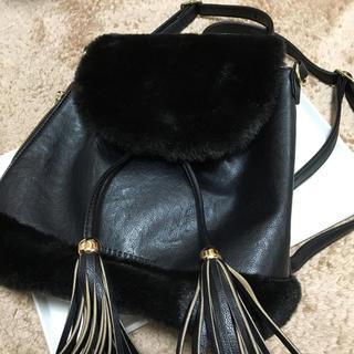 マーキュリーデュオ(MERCURYDUO)のファー付 リュック 黒 ブラック 鞄 ショルダーバッグ(リュック/バックパック)