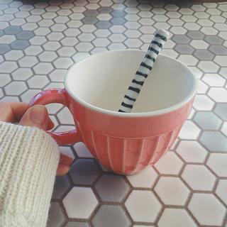 ニコアンド(niko and...)の🍓niko and…ピンクマグカップ+スプーン付🍓(グラス/カップ)