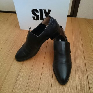 スライ(SLY)のSLYマニッシュシューズL24.5黒本革レザーブーツブーティーmoussyZAR(ローファー/革靴)