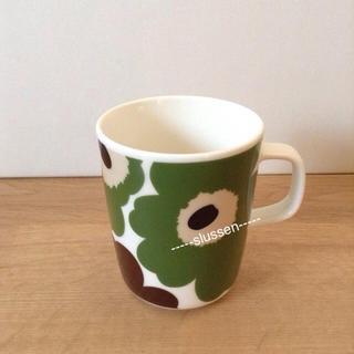 マリメッコ(marimekko)のマグカップ グリーン+ブラウン(グラス/カップ)