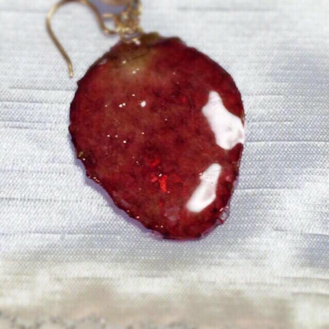 苺とピンクコットンパールのネックレス レディースのアクセサリー(ピアス)の商品写真