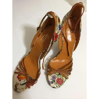 グッチ(Gucci)のGUCCI シルク花柄 バンブー ドレス靴(サンダル)