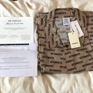 即日発送可能  新品  VETEMENTS printed raincoat(レインコート)