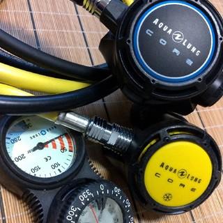 アクアラング(Aqua Lung)のアクアラング レギュレーター CORE 美品 残圧計 コンパス(マリン/スイミング)