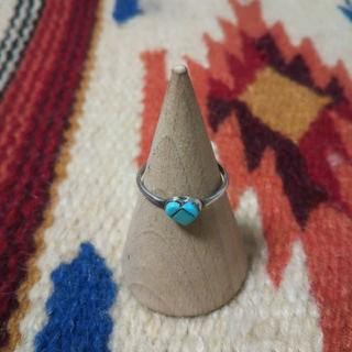 マライカ(MALAIKA)のインディアンジュエリー ズニ族 ターコイズ インレイ シルバーリング 指輪(リング(指輪))