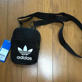 アディダス(adidas)のadidasアディダス トレフォイルロゴミニショルダーバッグ(ショルダーバッグ)
