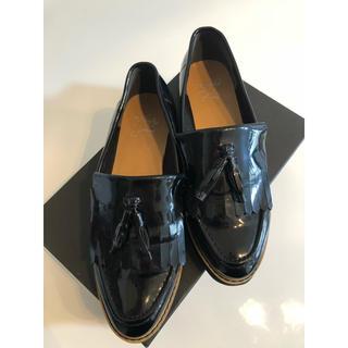 ジェフリーキャンベル(JEFFREY CAMPBELL)のenchanted prima タッセル付エナメルローファー(ローファー/革靴)