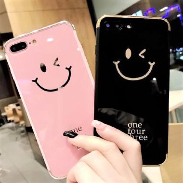ヴェルサーチ iPhone8 ケース 芸能人 / スマイルiPhoneケース ピンク黒の通販 by (・(ェ)・)|ラクマ