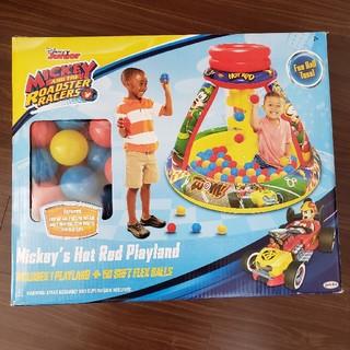 ディズニー(Disney)の【値下げ】ディズニー ミッキーのホットロッドプレイランド ファンボール50個付き(ベビージム)